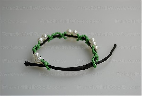 how to make bracelets with string and beads step4