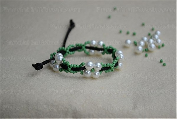 how to make bracelets with string and beads step5